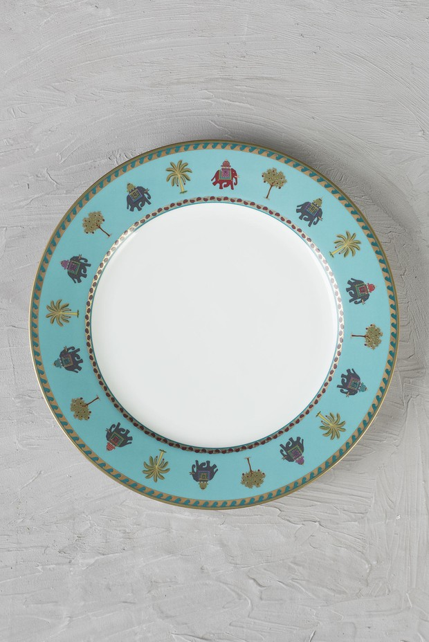 Indus- 4 Dinner Plates